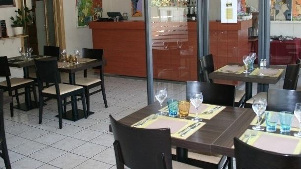restaurant le restaurant saint priest. Black Bedroom Furniture Sets. Home Design Ideas