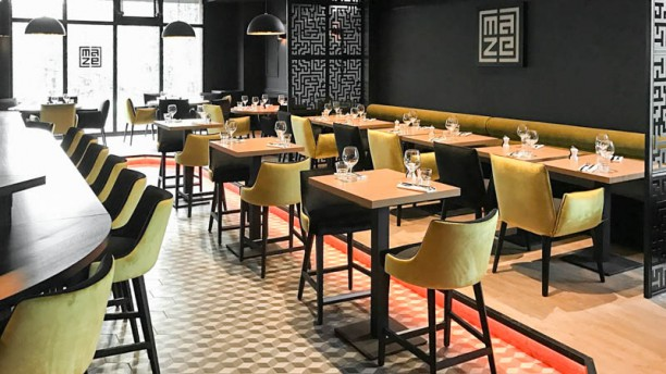 restaurant the maze limonest. Black Bedroom Furniture Sets. Home Design Ideas