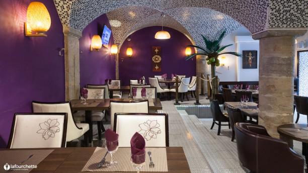 restaurant cocoo tha lyon. Black Bedroom Furniture Sets. Home Design Ideas